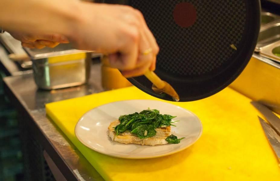 Яйца - Бенедикт - под соусом - пошаговый рецепт