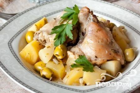 Тушеный кролик с картофелем и оливками