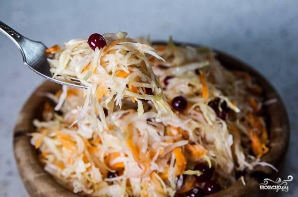 11. Надеюсь, что этот вариант, как приготовить квашеную капусту с клюквой, придется вам по вкусу.  Приятного аппетита!