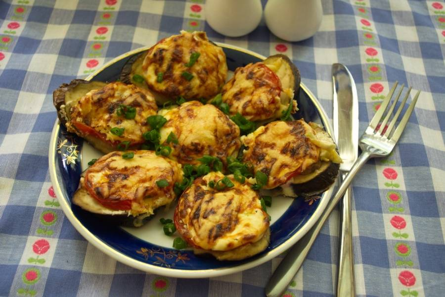 Баклажаны, запеченные с помидорами и сыром - пошаговый рецепт