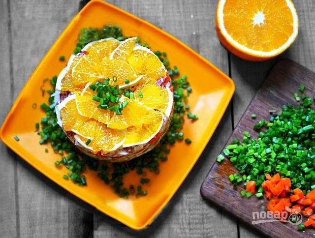 Салат с курицей и апельсинами слоями