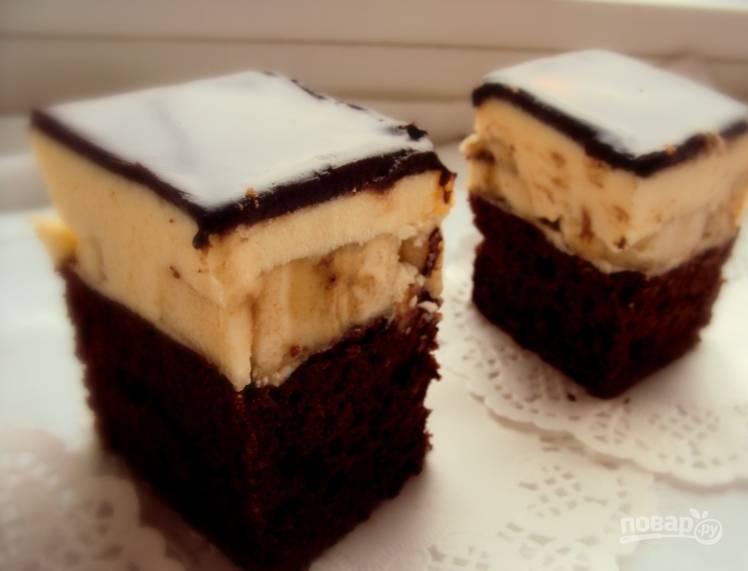11. Готовый торт можно нарезать на пирожные и подавать к чаю или любимому напитку. Приятного аппетита!