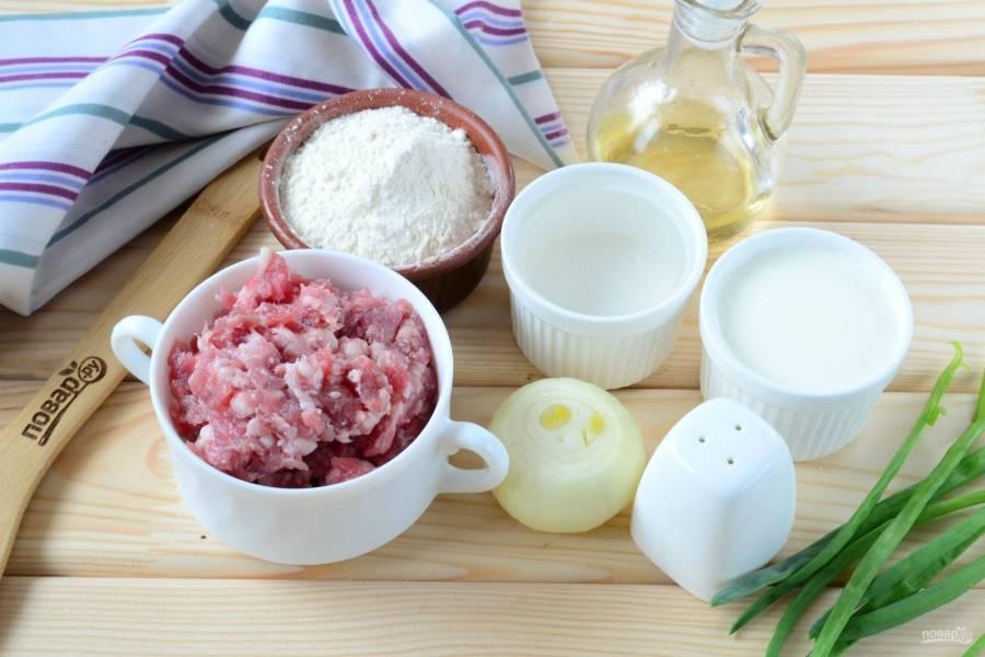 Подготовьте все необходимые ингредиенты. Подготовьте говяжий фарш самостоятельно или купите в магазине.