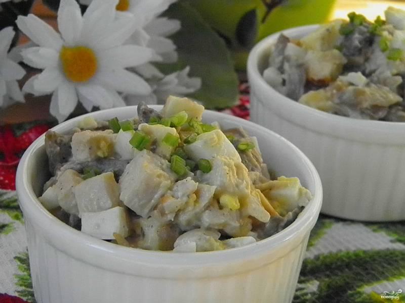 Салат с шампиньонами и куриной грудкой