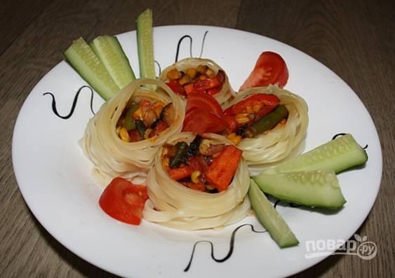 Гнезда, фаршированные овощами