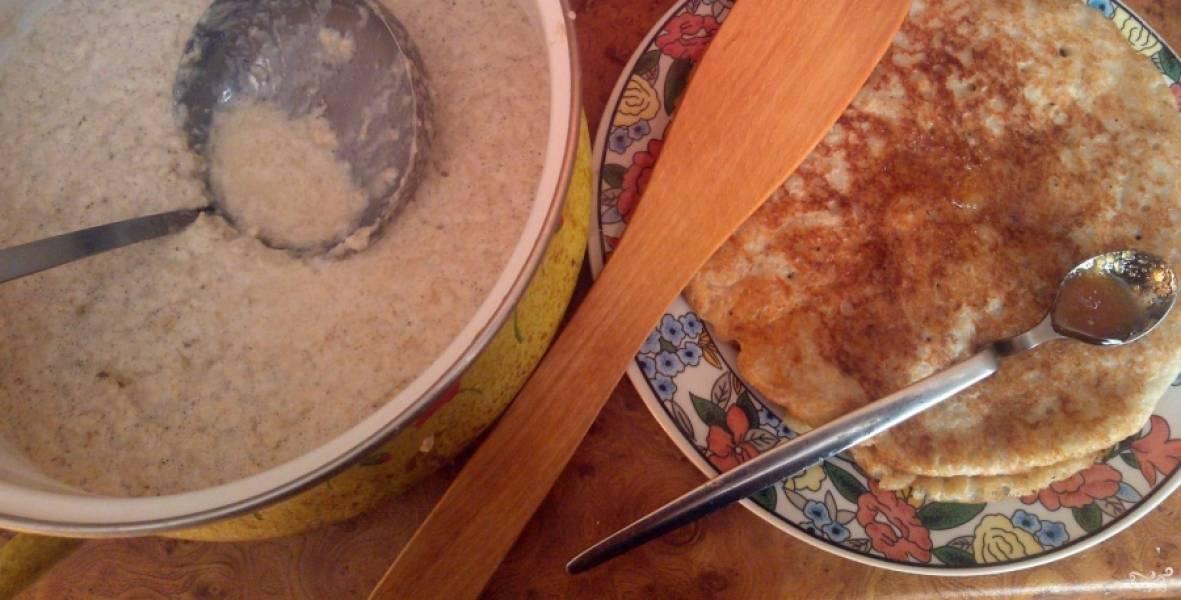 Промазывать готовые блины можете медом, например.