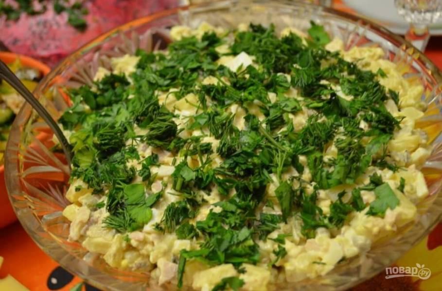Салат из кальмаров с огурцом и крабовыми палочками