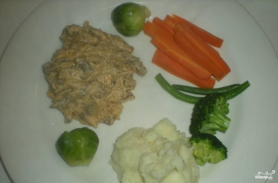 Бефстроганов с овощами