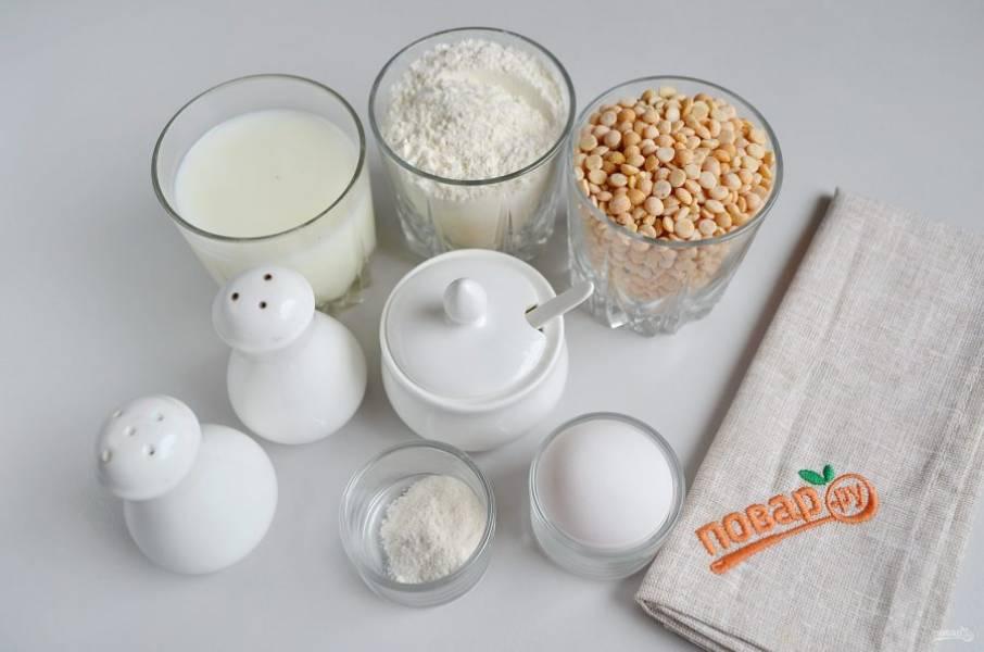 1. Подготовьте продукты. Горох хорошо переберите. Часто попадаются малюсенькие камешки, их нужно убрать.