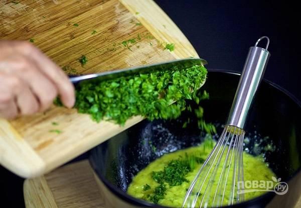 Воздушные блинчики из кабачков с зеленью - пошаговый рецепт