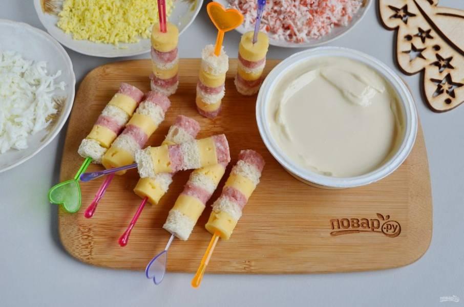 Сделайте канапе, откройте баночку с сыром. Приступим к самому интересному!