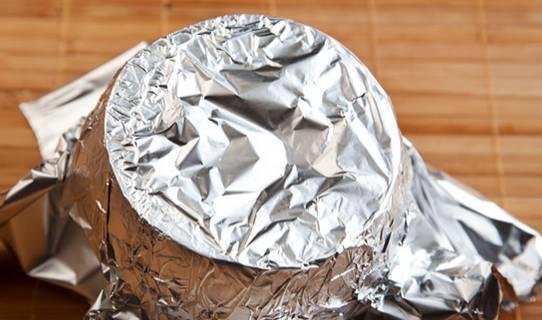Накрываем тыкву фольгой и запекаем ее в духовке 1 час, температура 160 градусов.
