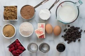 Пирог с малиной из бисквитного теста - фото шаг 1