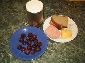 Мини-бутерброды на шпажках - фото шаг 1