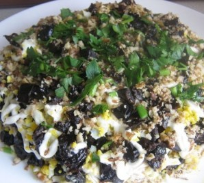 Куриный салат с черносливом - фото шаг 7