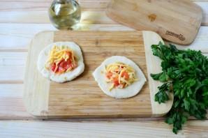 Беляши с помидорами и сыром - фото шаг 6