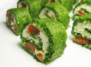 Зеленый рулет из шпината с лососем - фото шаг 10