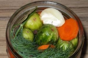 Маринованные огурцы с морковкой и луком - фото шаг 5