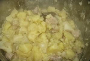 Тушеная картошка и мясо в кастрюле - фото шаг 10