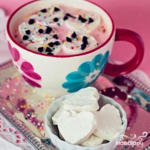 Горячий белый шоколад с клубникой и сливочными сердечками - фото шаг 4