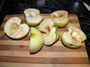 Шарлотка с яблоками и смородиной - фото шаг 6
