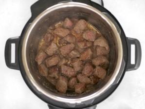 Тушеное мясо с картофелем в мультиварке - фото шаг 2