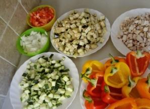 Перец, фаршированный грибами и овощами - фото шаг 1