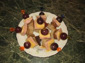 Мини-бутерброды на шпажках - фото шаг 3