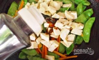 Стручковый горох с овощами - фото шаг 5
