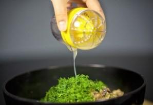 Салат из креветок, грибов и риса - фото шаг 8