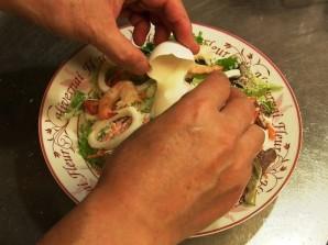 Cалат из кальмара с яйцом - фото шаг 6
