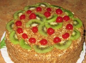 Бисквитный торт с масляным кремом и фруктами - фото шаг 7