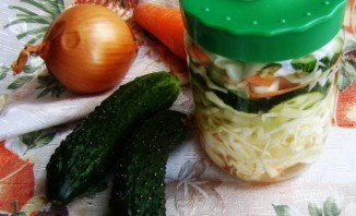 Салат из капусты и огурцов на зиму - фото шаг 8