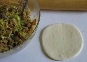 Пирожки с капустой и грибами - фото шаг 4