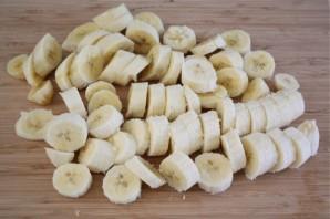 Банановый коктейль с мороженым - фото шаг 1