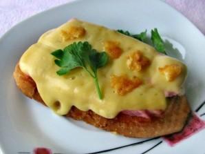 Гренки с колбасой и сыром - фото шаг 7