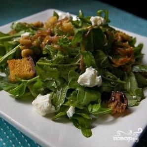 Салат с руколлой, луком, сыром и орехами - фото шаг 8