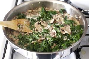 Яйца, запеченные с грибами и шпинатом - фото шаг 4