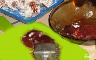 Печень, тушенная в молоке - фото шаг 1
