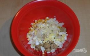 Салат с кукурузой и солеными грибами - фото шаг 4