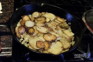 Жареная картошечка с луком - фото шаг 11