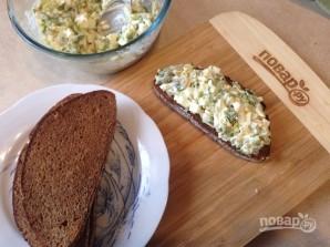 Тосты с салатом из сельдерея и яиц - фото шаг 8
