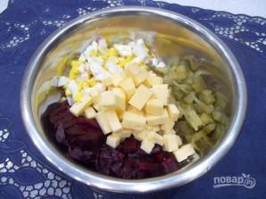 Салат со свеклой, сыром и яйцами - фото шаг 6