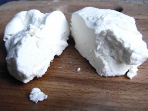 Творог из овечьего молока - фото шаг 9