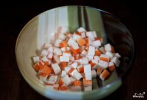 Салат с грибами и крабовыми палочками - фото шаг 1