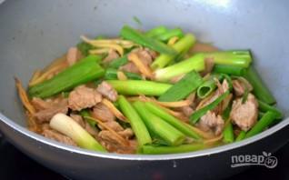 Мясо с имбирем и зеленым луком - фото шаг 5