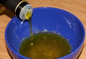 Салат с солеными опятами - фото шаг 2