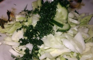 Салат из капусты и огурца с заправкой из нежирного кефира - фото шаг 4