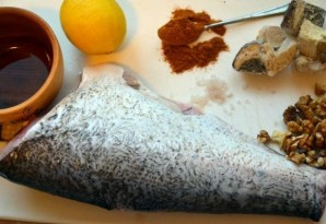 Белая рыба, запеченная в духовке - фото шаг 1