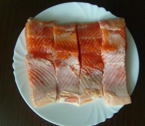 Красная рыба в мультиварке - фото шаг 1
